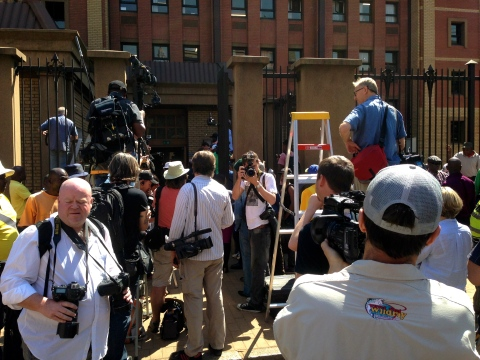 16_More cameras than people. It was a hot day, many photographers got impatiant waiting for Oscar to emerge.JPG